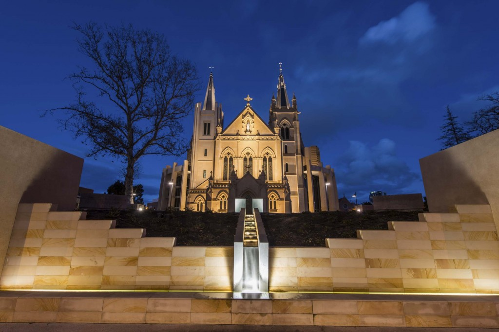 shutterstock_168616046_St Mary's Cathedral, Perth at night