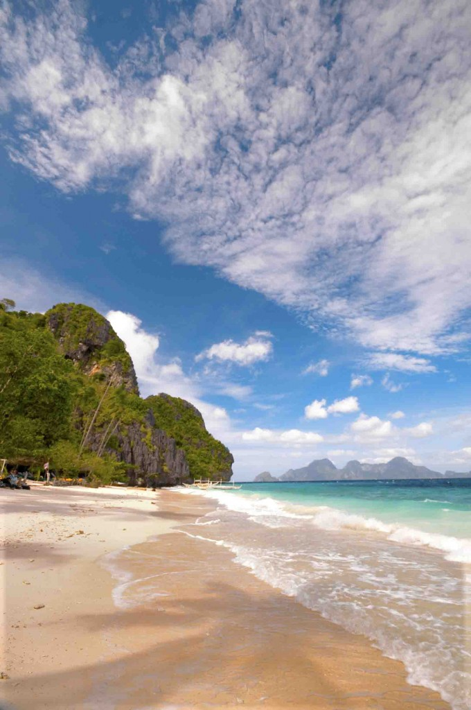 shutterstock_38987854_A gorgeous white sand beach El-Nido Beach. Palawan Islands, Phillipines