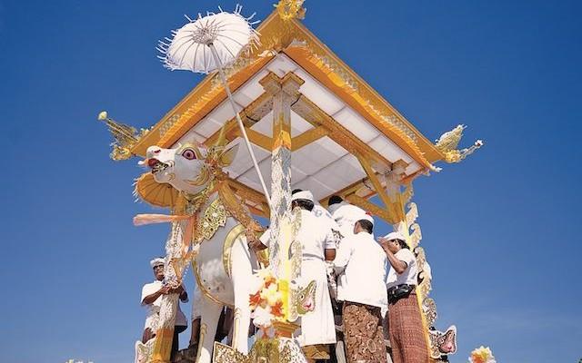 Bali-Ngaben-tropicallife-magazine