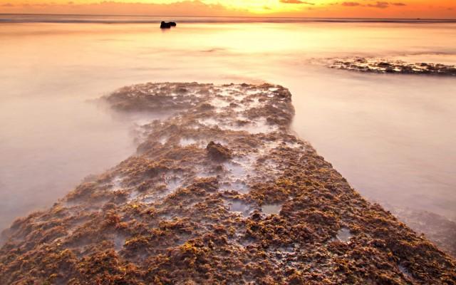 Gili-Trawangan-beach-at-sunset