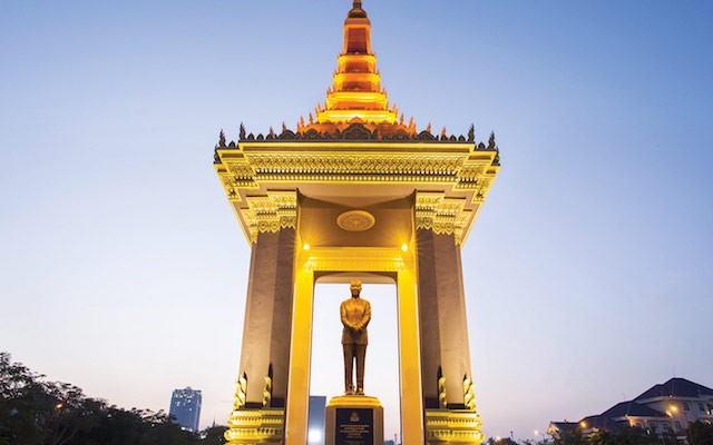 A-bronze-statue-of-the-late-King-Father-Norodom-Sihanouk-Statue
