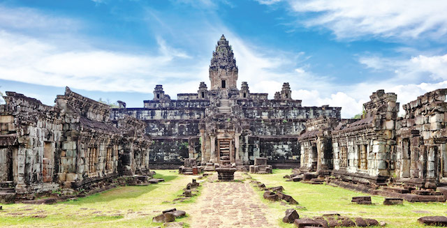 Ancient-buddhist-khmer-temple-in-Angkor-Wat-complex,-Cambodia