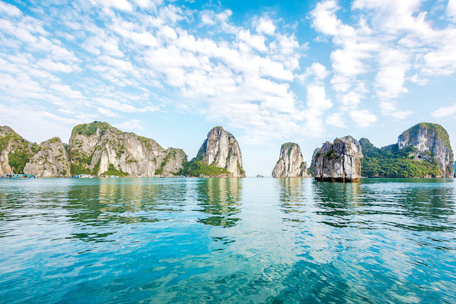 Limestone-mountain-scenery-at-Halong-Bay