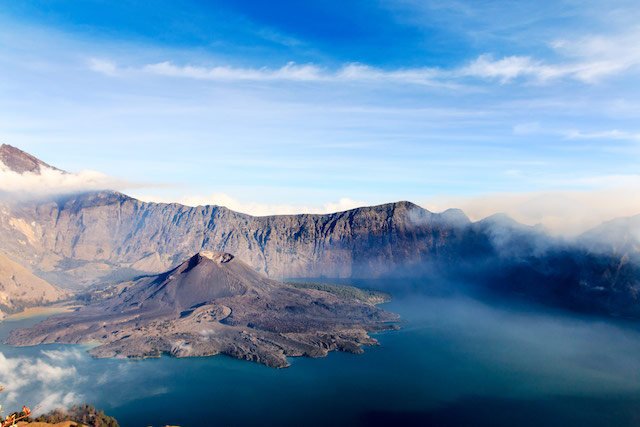 Mount-Rinjani-crater-lake