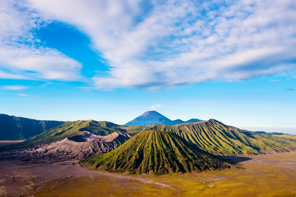 mount-bromo-volcanoes-in-bromo-tengger-semeru-national-park-east-java-indonesia