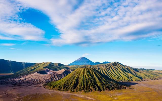 mount-bromo-volcanoes-in-bromo-tengger-semeru-national-park-east-java-indonesia