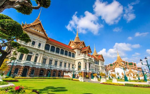 Royal-grand-palace-in-Bangkok,-Asia-Thailand_tropicallife