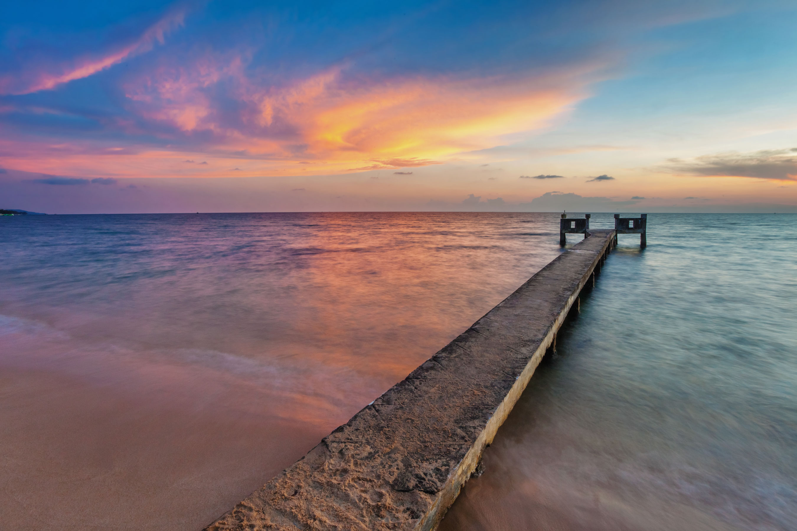 Sunset-over-the-sea-at-Phu-Quoc-island-in-Vietnam_tropicallife