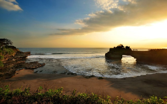 tanah-lot-sunset_tropicallife