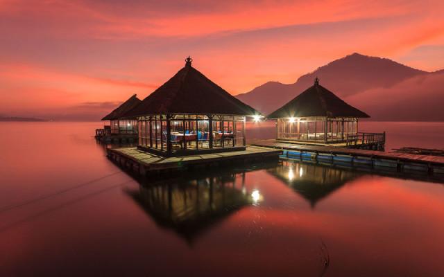 pandu_Sunrise-Reflection-at-Batur-Lake_tropicallife