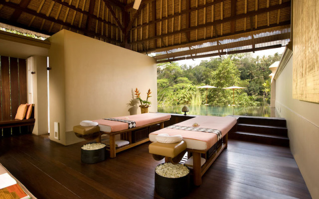royalkiranaSpa-Bed_tropicallife