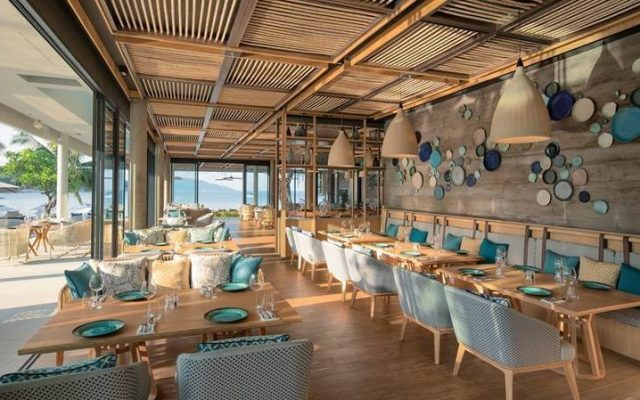 Focused-on-contemporary-Thai-dishes-as-well-as-Western-and-Mediterranean-cuisine-the-Breeza-Beach-Restaurant-and-Bars-outdoor-terrace-sits-above-Melia-Koh-Samuis-strand.